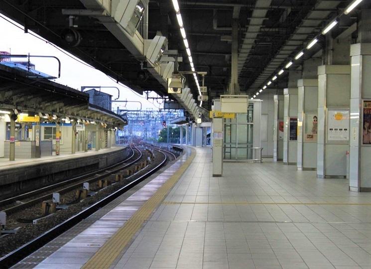駅ホームpublicdomainq-0020040pde (2)